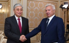 "Kassym-Jomart Tokayev met with Vagit Alekperov, President of the Russian oil company ""LUKOIL"""